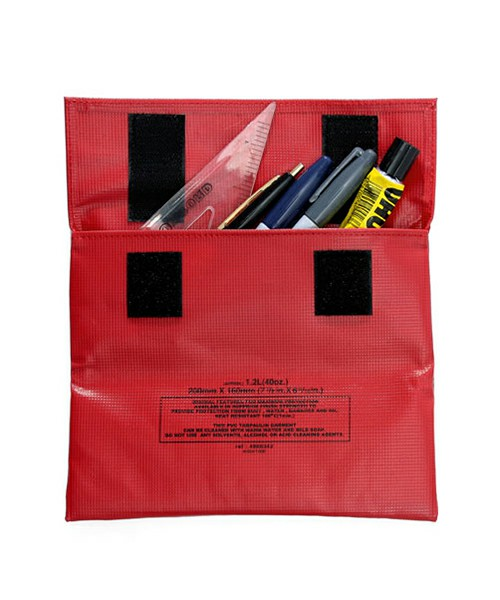 hightideの赤色ペンケース