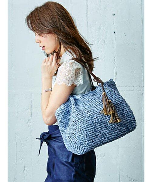 ブルーのメッシュバッグ