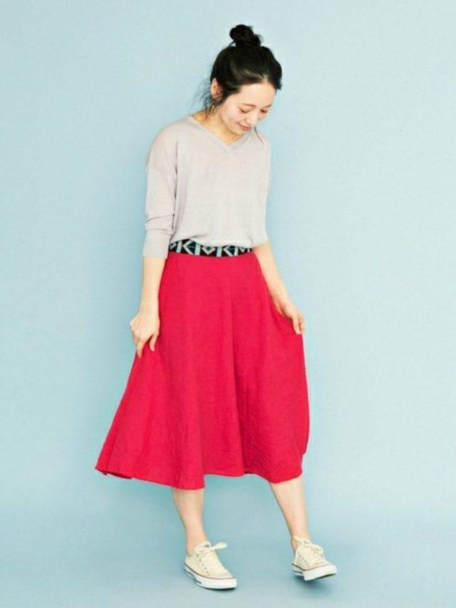 刺繍ベルトとスカートのコーデ