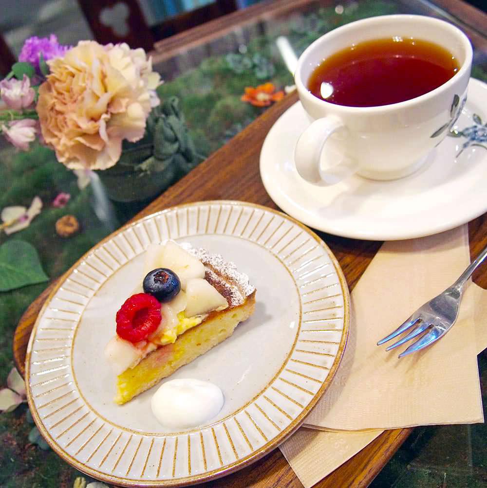 お庭のようなテーブルに注目♡おしゃれな花カフェ「シュードゥリュバン」が究極の癒し空間