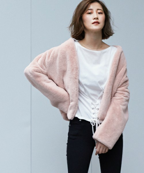 高見えするファーコートを着た女性