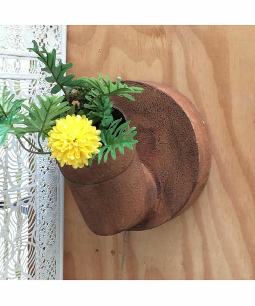 錆びた花瓶壁掛けタイプ