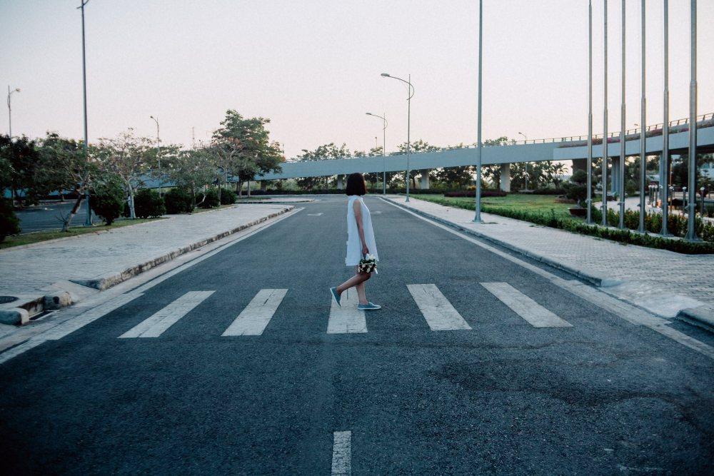 アウトドア派の女性におすすめなお金がかからない趣味街歩きのイメージ画