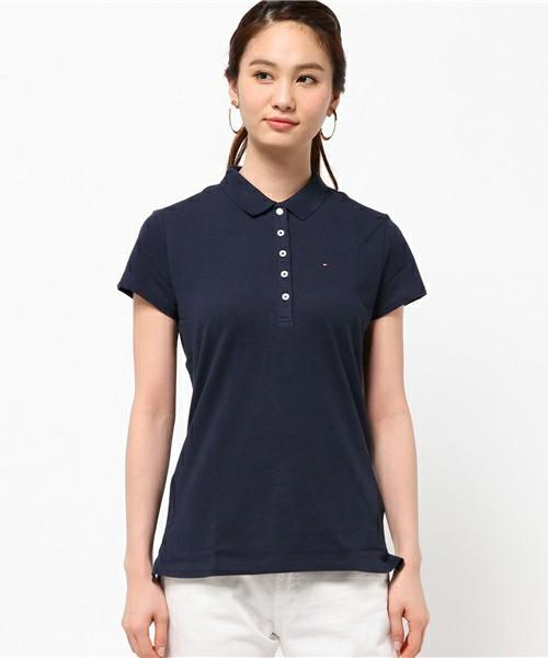 レディースにおすすめなポロシャツの人気ブランドのトミーヒルフィガーのネイビーポロシャツ