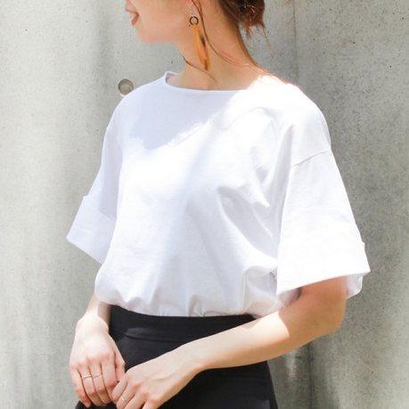 白Tシャツの選び方!二の腕・肩幅をカバーする着こなしテクを紹介!