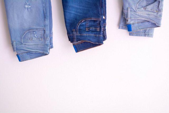 レディースに人気のスキニーデニムパンツのサイズ展開の画像