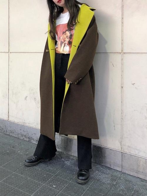 人気ブランド「ジュエティ」のバイカラーチェスターコートを着たレディースコーデ