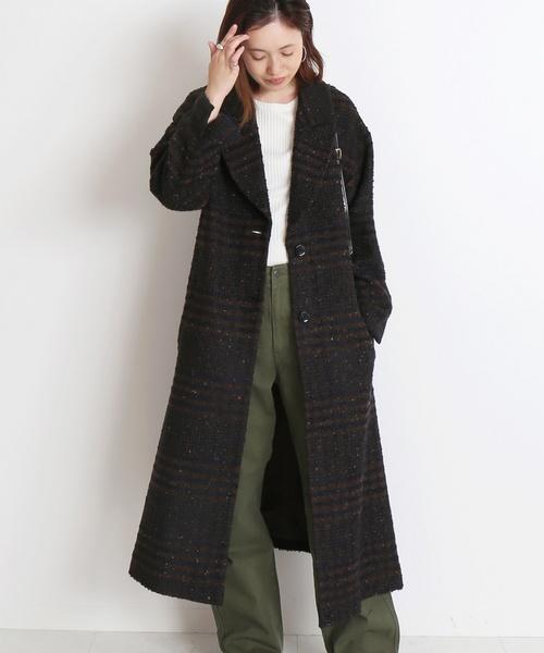 人気ブランド「イエナ」の黒チェスターコートを着たレディースコーデ