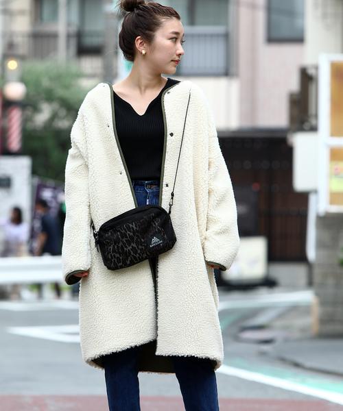 白×カーキのパイピングコートコーデ
