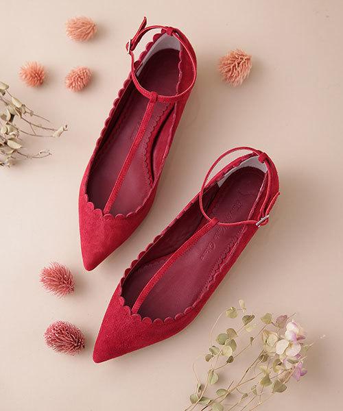 デニムパンツに合う靴として人気の赤パンプス