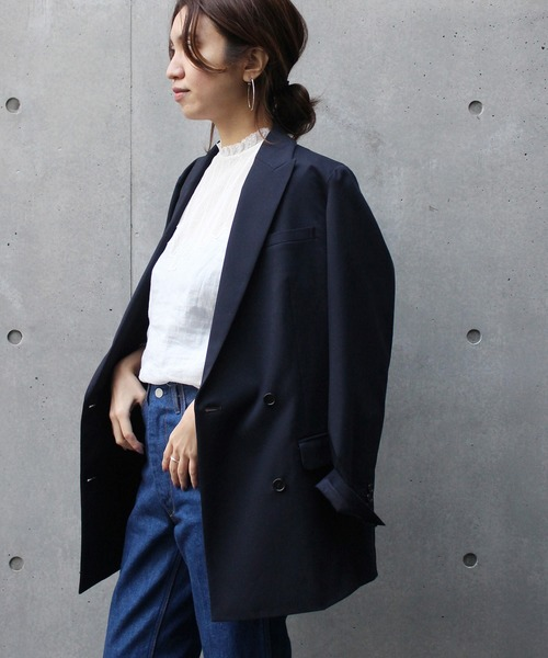 テーラードジャケットが似合わない女性の特徴の色があってないイメージ画像