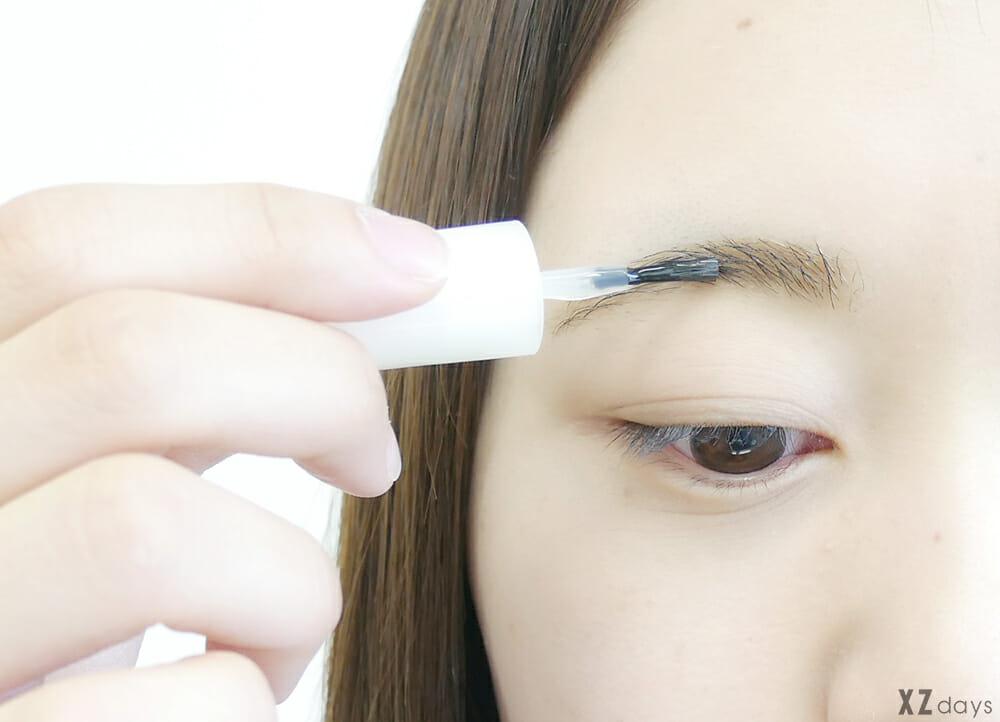 眉毛用トップコートを使って眉毛メイクを消えないようにする方法