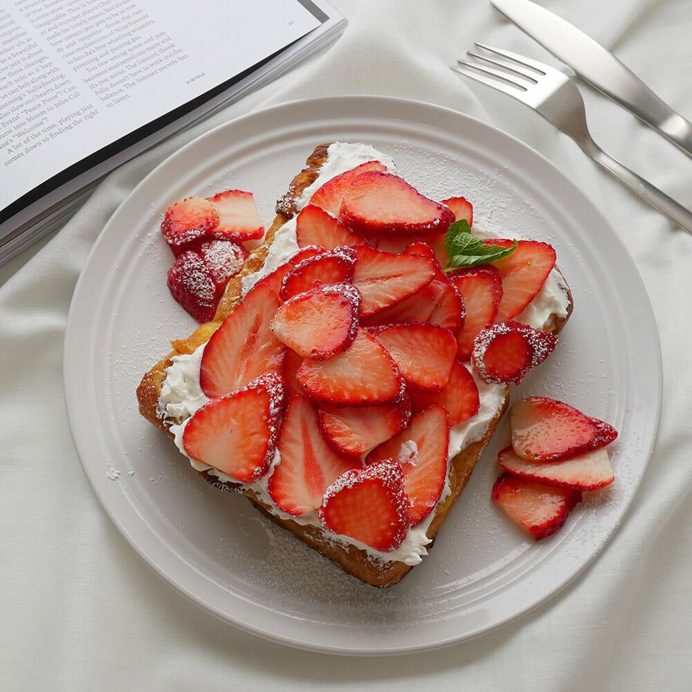簡単なのに贅沢気分♡お家で楽しむ《いちご×パン》のカフェ風レシピ