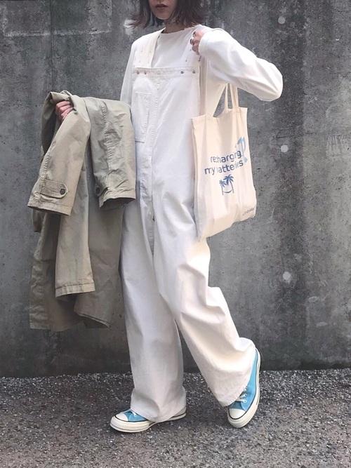 白のオールホワイトコーデ