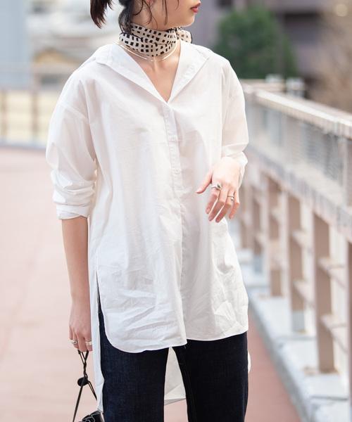 白シャツにスカーフコーデ
