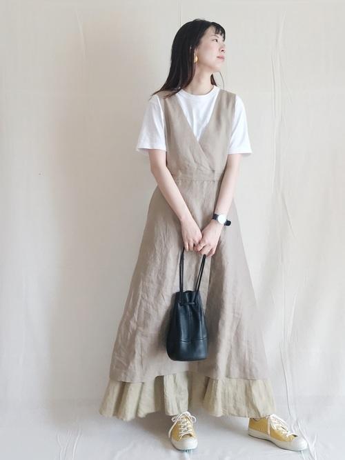 ベージュのジャンパースカート