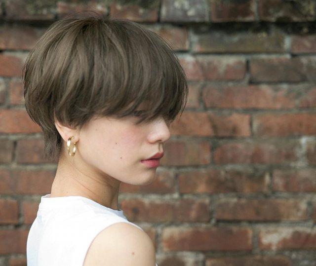 ショートヘアが似合わないクールな雰囲気の女性のイメージ画像