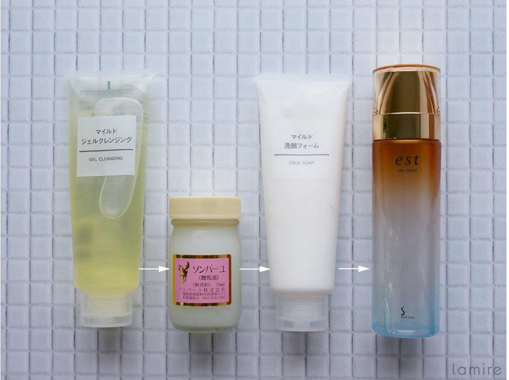 スキンケアの順番に迷いがちなジェルクレンジングや洗顔フォームや化粧水を並べた画像