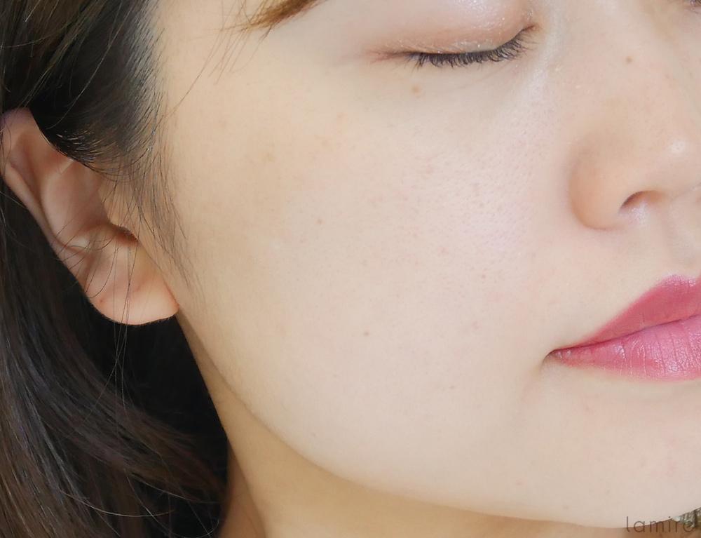 イニスフリーのノーセバムミネラルパウダーを塗布した肌の写真