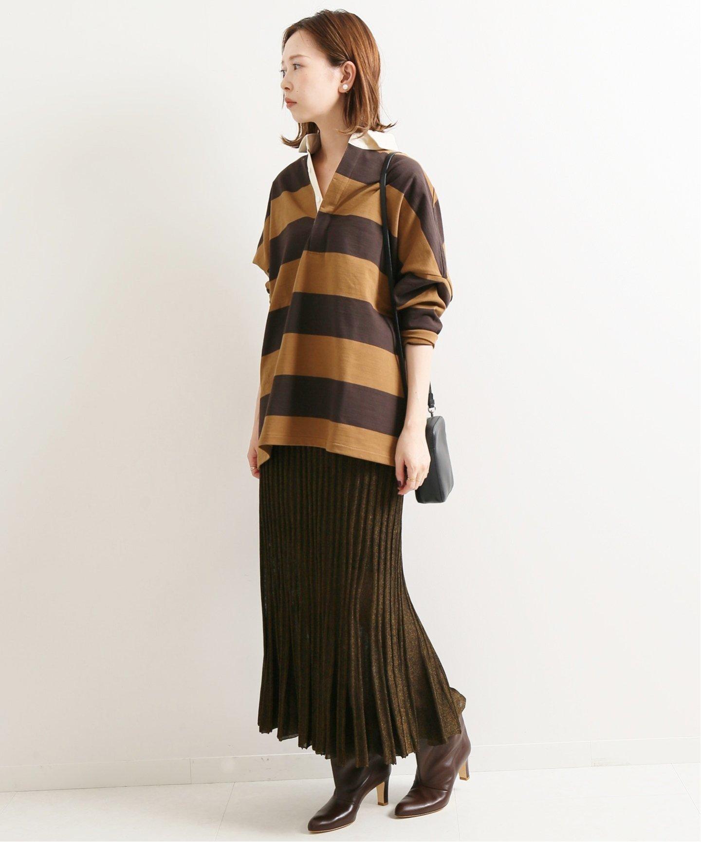 ラガーシャツにブラウンプリーツスカート