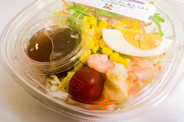 くずして食べるパリパリ麺のサラダ409kcal