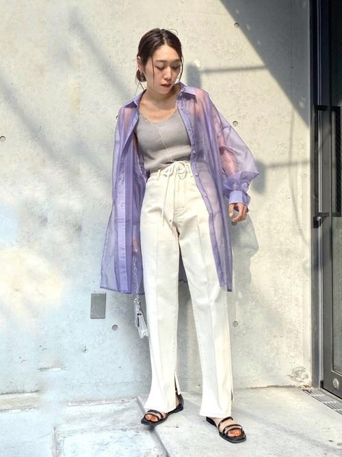 フラットサンダルとゆったりファッションコーデ
