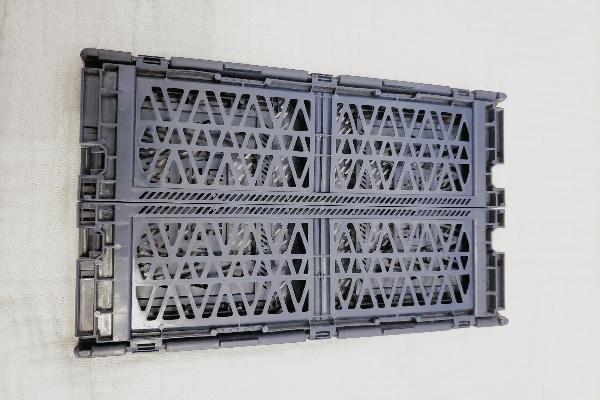 ダイソーアルティメットコンテナ折り畳んだ様子