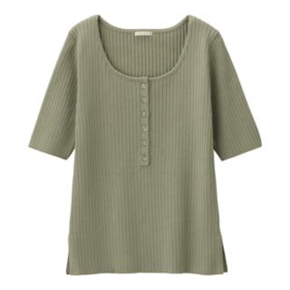 ユニクロのリブヘンリーネックセーター(5分袖)