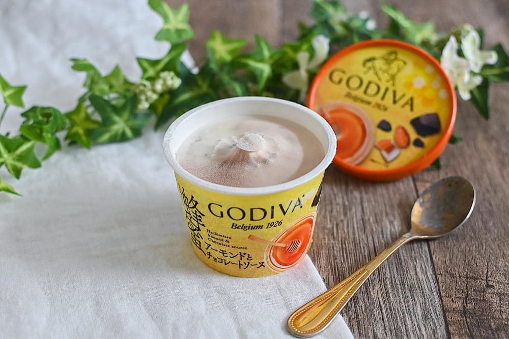 ゴディバの蜂蜜アーモンドとチョコレートソース開封後正面から
