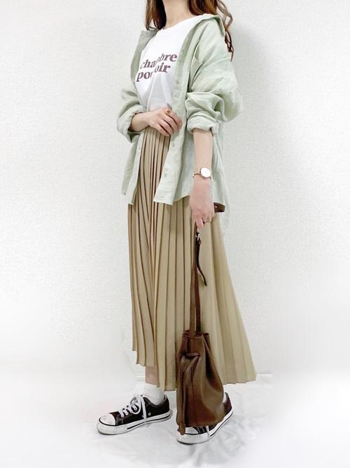 ユニクロのシフォンプリーツロングスカートのコーデ
