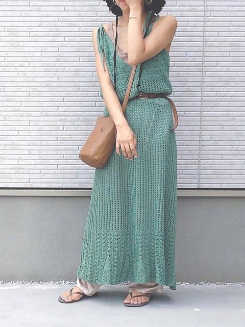 GUのワンピースを着る女性