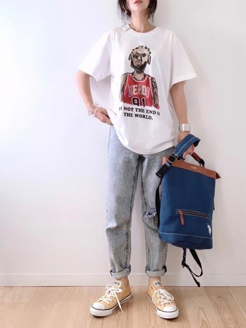GUのデニムにTシャツを合わせたコーデ