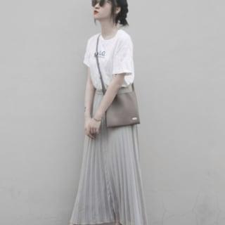 ユニクロのシフォンプリーツスカートとプリントTシャツのコーデ