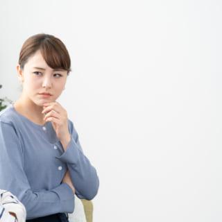 浮気を疑う女性