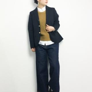 紺のジャケットに黄色のベストが差し色になるスーツベストコーデ