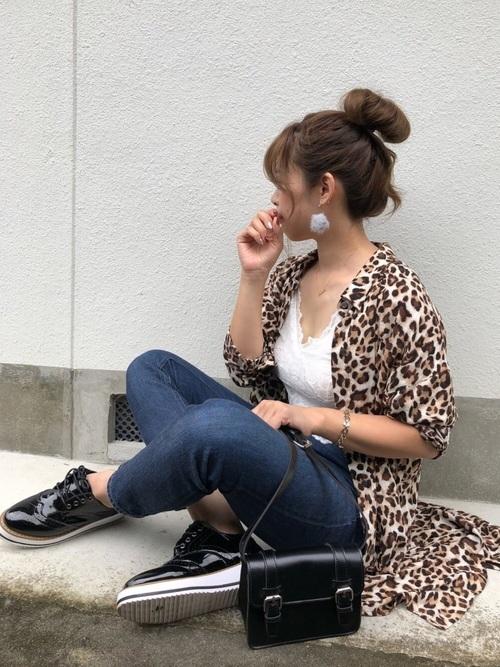 ヒョウ柄シャツの人気おすすめレディースコーデ16選|派手アイテムのスタイリング術