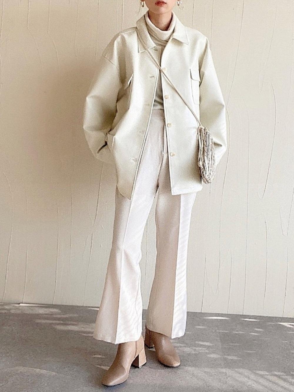 ジャケットパンツのアイボリーコーデ