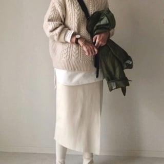 ニットにタイトスカートのコーデ