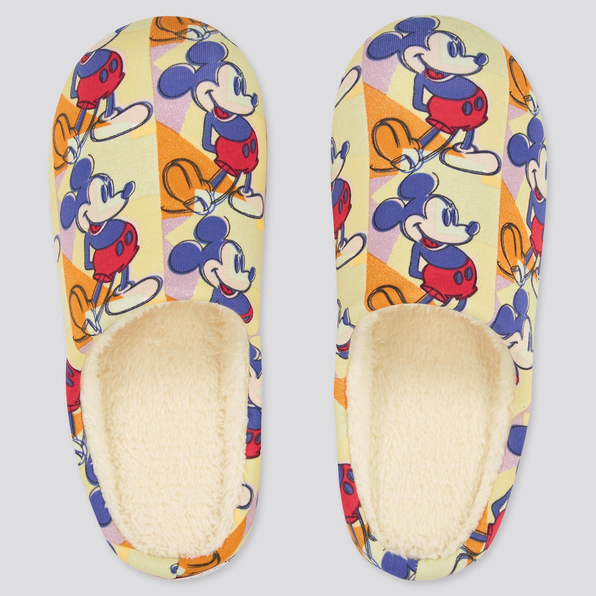 ミッキーマウスが描かれたベージュのボアルームシューズ