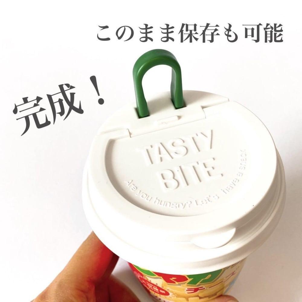 ダイソーのカップお菓子のフタをお菓子の容器に取り付けた写真