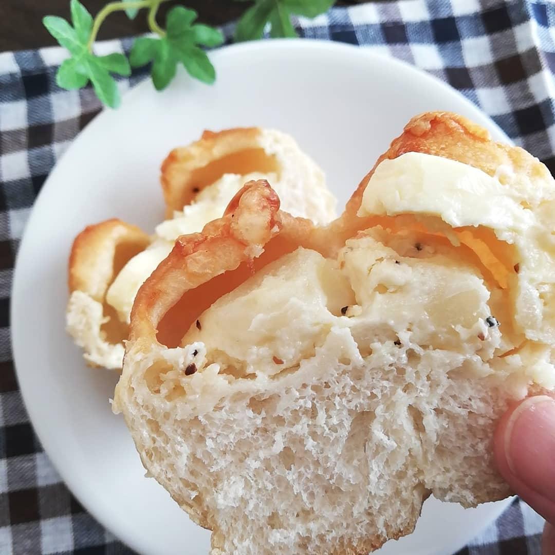 ローソンのじゃがバターパンの断面写真