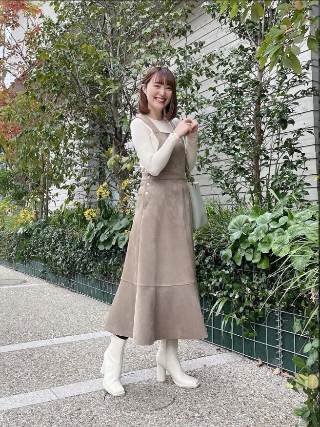 ZARAのスエード風オーバーオールスカート