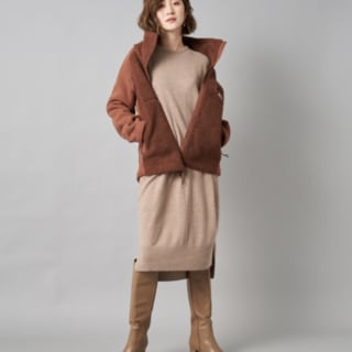 ワンピースにジャケットとブーツを合わせたコーデ