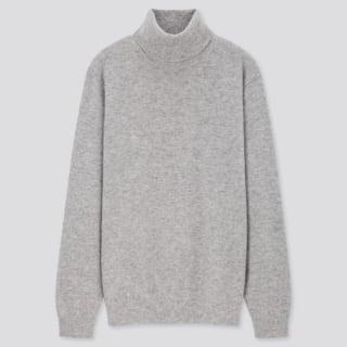 グレーのタートルネックセーター