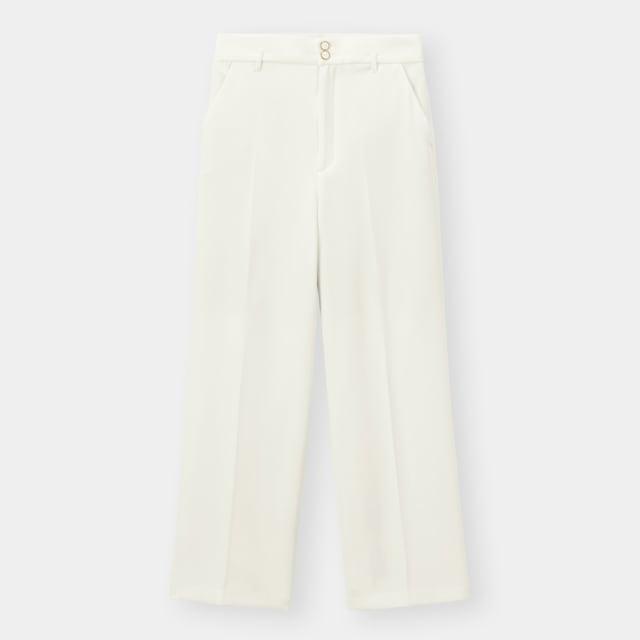 白のワイドパンツ