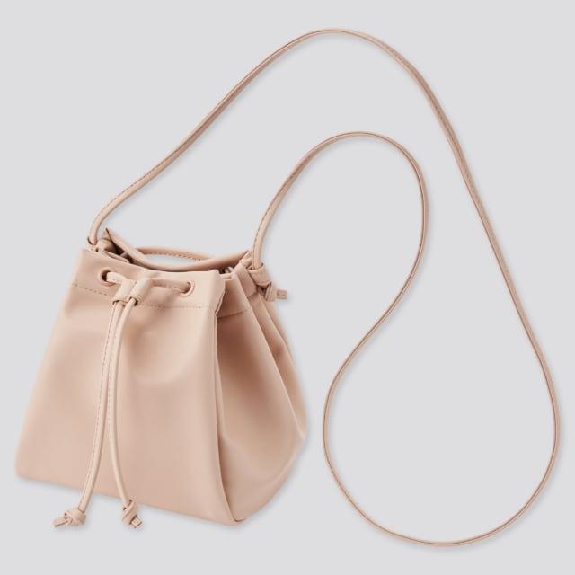 くすみピンクのエコレザー巾着ショルダーバッグ