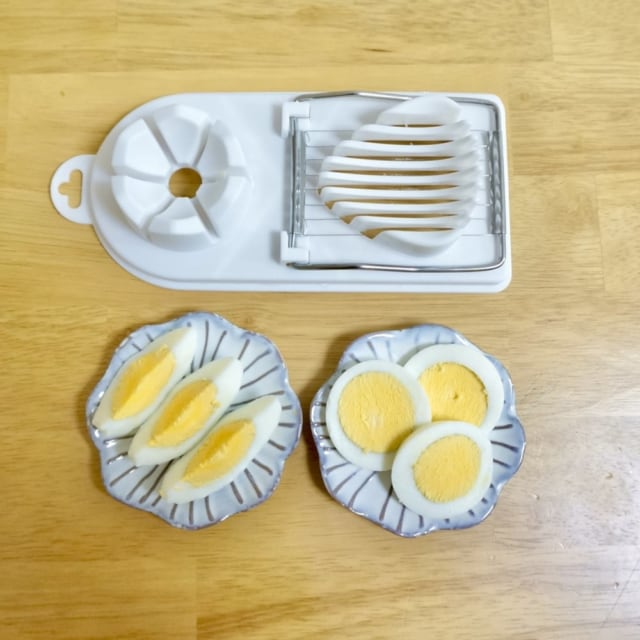2WAY玉子切り器で飾り切りがきれいにでき、料理もワンランク上に仕上がります。