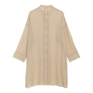 ベージュのシアーバンドカラーロングシャツ