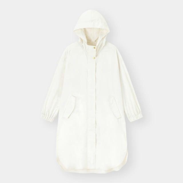 フード付き白のフィールドコート