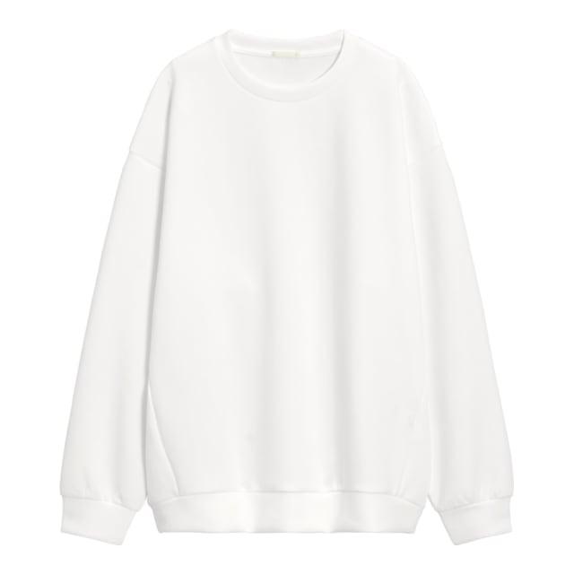 白のプルオーバー
